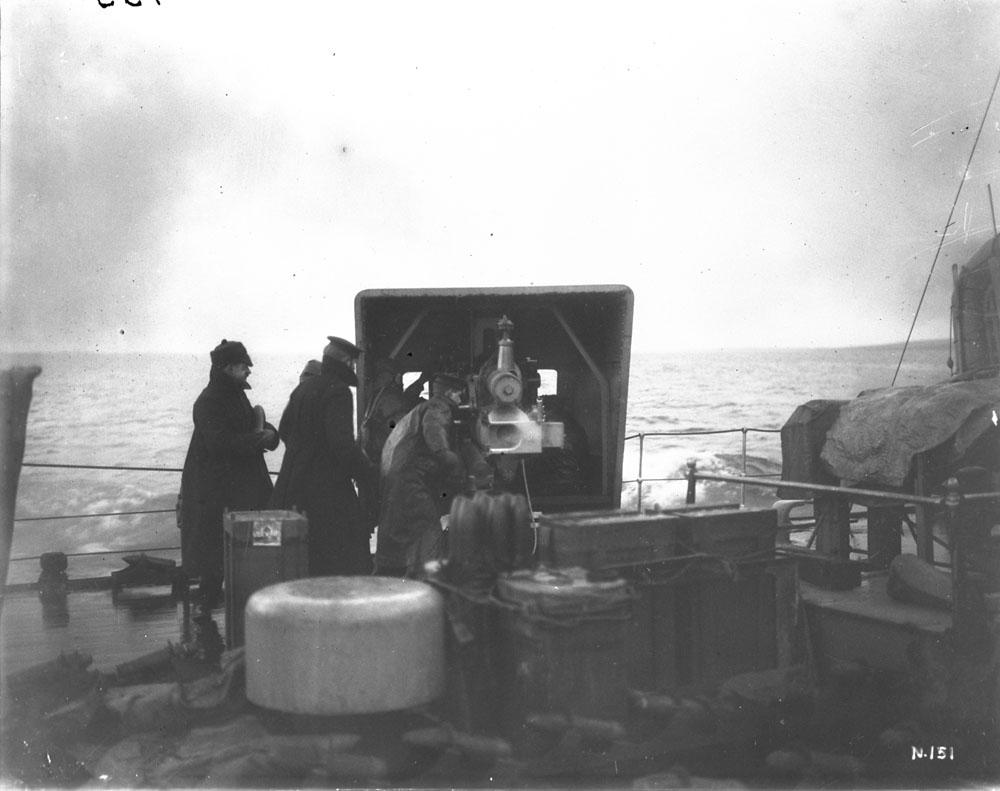 4-inch_Mk_V_gun_and_crew_on_HMS_Galatea_Feb_1917_LAC_3398106